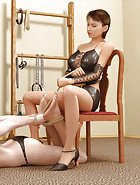 3D femdom scene with beautiful latex mistress having her male slave hogtied and making him worship her feet